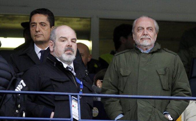 Predsednik Napolija kritikovao i trenera Sarija i sve igrače, osim jednog!