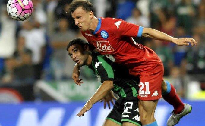 Rumun iz Napolija postigao gol sa svoje polovine!