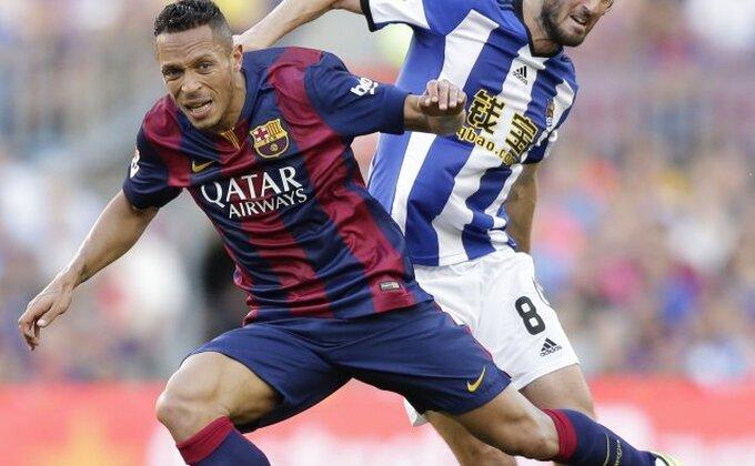 Adriano imun na kritike navijača Barselone