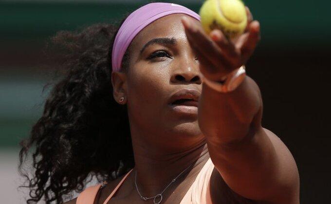 "Serena ""naložila"" fanove pred Vimbldon"