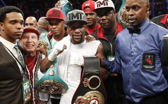 "Skromni Mejveder: ""Ja sam najbolji bokser u istoriji"""