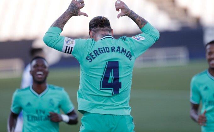 Serhio Ramos stigao i oduzeo saigraču broj!
