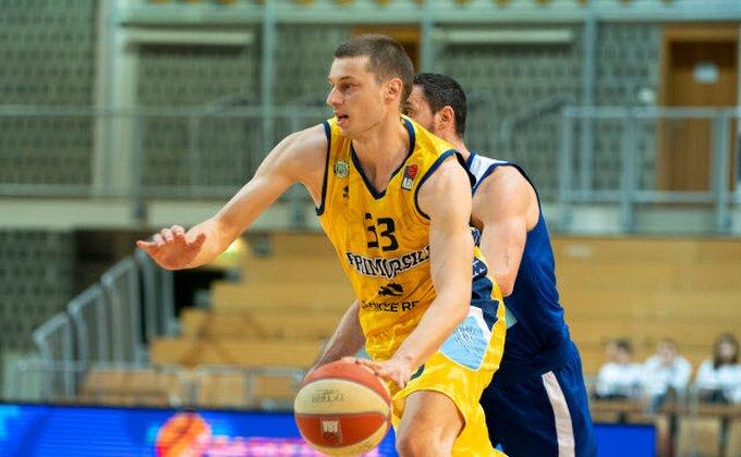 Marko Luković pred potpisom