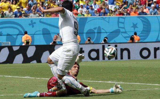 Suarez bez komentara na incident!