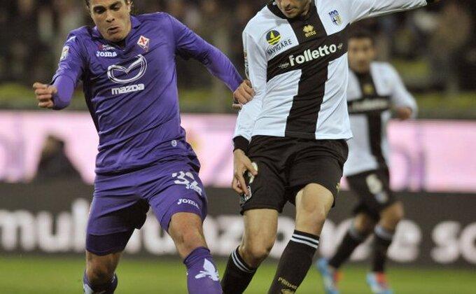 Fiorentina sa igračem manje do boda u Parmi!
