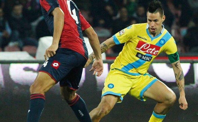 Kiks Napolija protiv Đenove!