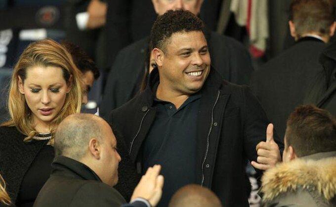 Ronaldo, jesi li svestan da te gleda Ronaldo?!
