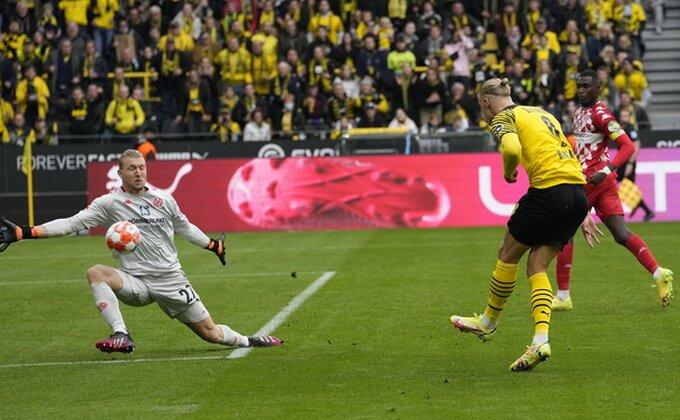 Dortmund će prenoćiti na vrhu, Ajntraht ''poništio'' pobedu nad Bajernom
