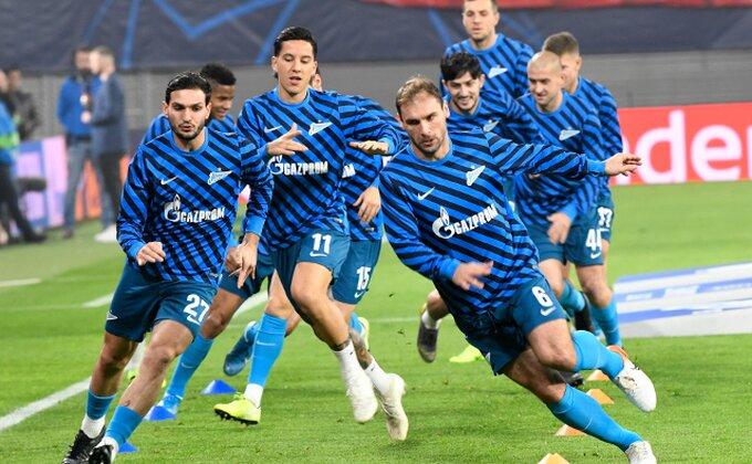 Kako dodeliti nagradu u ovo doba - Zenit zadao domaći!
