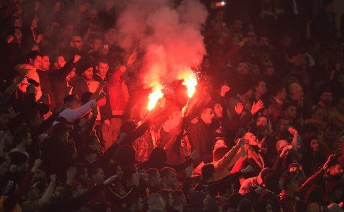 """Navijači Galate """"zapalili"""" Istanbul!"""