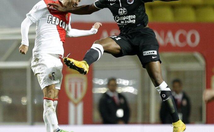 Neefikasni Francuzi, Monako vezao treći remi