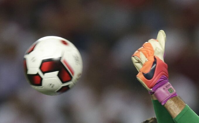 Ovo ni Kengur ne bi uradio - Neverovatan potez golmana u Francuskoj!