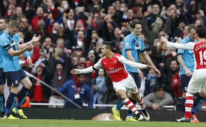 "Moćni Sančez ""gura"" Arsenal!"