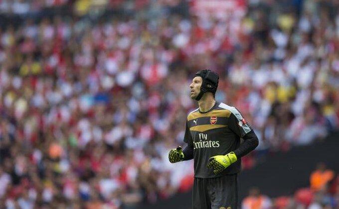 Čeh maestralnom intervencijom spasio Arsenal, Rodžers u čudu!