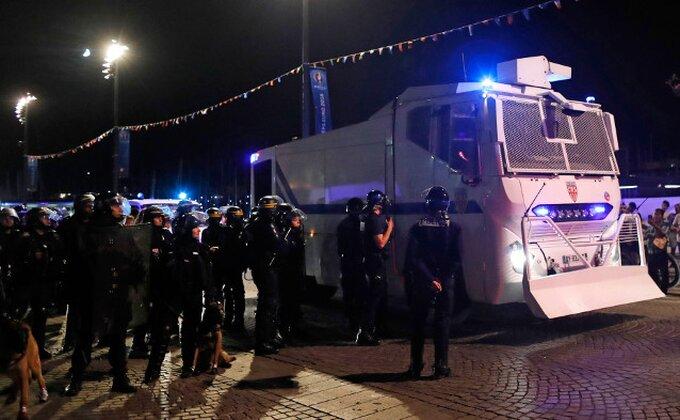 Navijači Dinama napravili haos u Torinu, policija upotrebila suzavac i vodene topove!