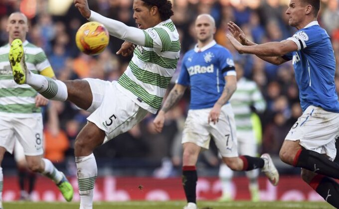 Haos u Škotskoj, sukob igrača, navijači utrčali na teren!