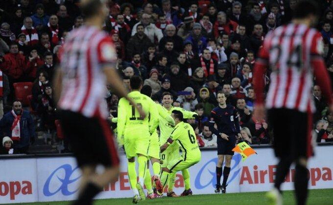 Praznik fudbala na 'San Mamesu', Barsa na bod od Reala