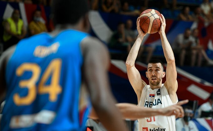 Oslabljena Srbija stekla dvocifrenu prednost na poluvremenu protiv Filipina