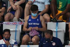 Jeste li videli nešto slično? Olimpijski šampion hekla na tribinama u Tokiju
