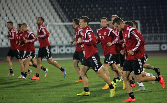 Priština na nogama, navija za Albaniju...