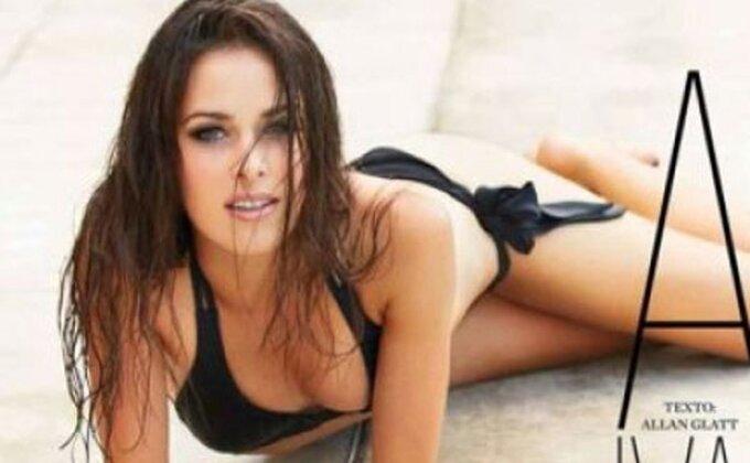 Sviđa vam se Ana pored bazena?