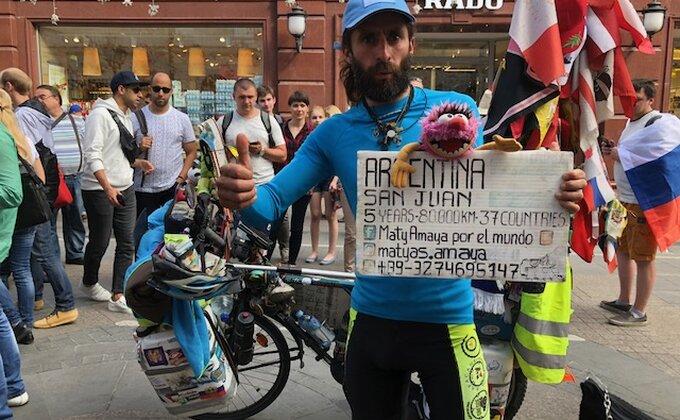 Kako li je tek njemu danas? Argentinac biciklom došao do Rusije