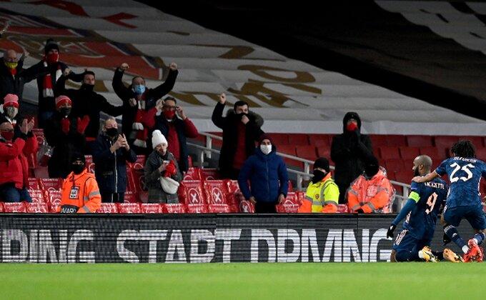Slika dana, nema kreativnijeg od ovog navijača Arsenala!