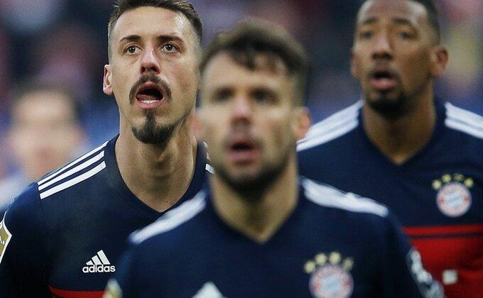 Bajern se ''šeta'' kroz Bundesligu, Nastasić tragičar u porazu Šalkea!