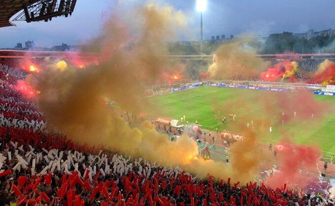FOTO UBOD - Šampionska bakljada u crveno-belom!