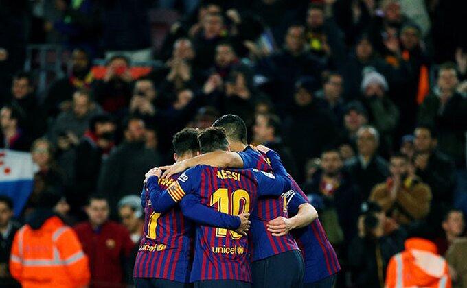 Zvanično - Barselona još nije završila kupovinu, potpisao i štoper!