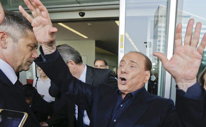 Ovo samo Berluskoniju može da padne na pamet, košarkaška legenda na klupi Milana, lako je mogao da vodi tim protiv Zvezde!