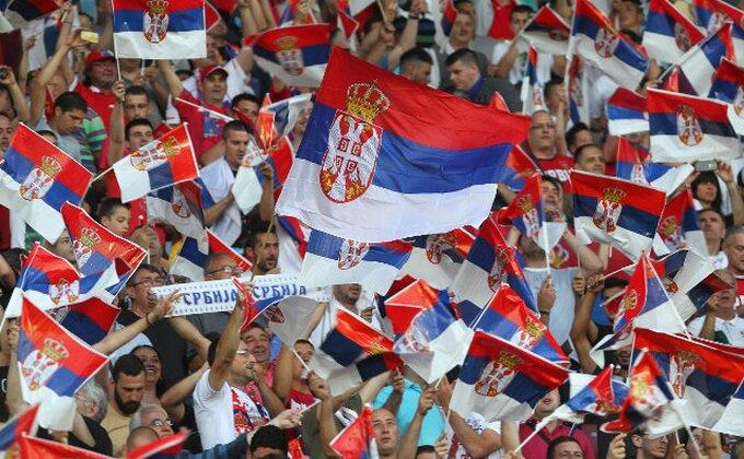 Ovako je izgledao korteo srpskih navijača na putu ka stadionu!