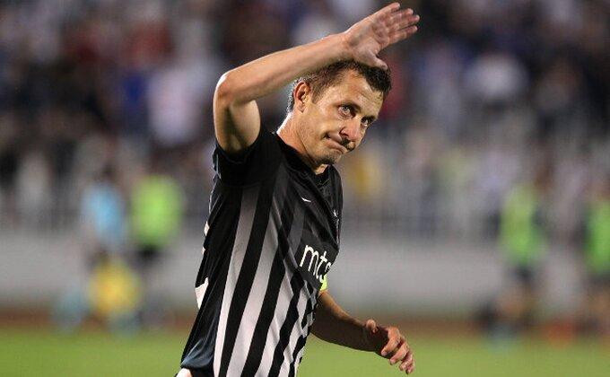 Saša Ilić opet ne igra, ali kad se pojavio u loži, nastao je ''haos''