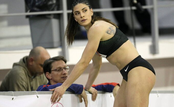 Nema je na Svetskom prvenstvu, ali Ivana Španović - blista!
