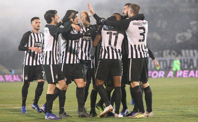 Konfuzija u odbrani Zvezde, ''delije'' u neverici, Partizan vodi na poluvremenu!
