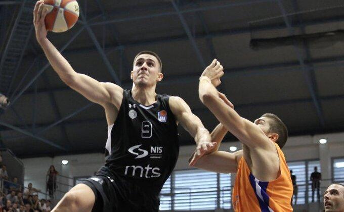 Koliko emocija u samo četiri reči - Ovako se Vanja Marinković oprostio od Partizana!