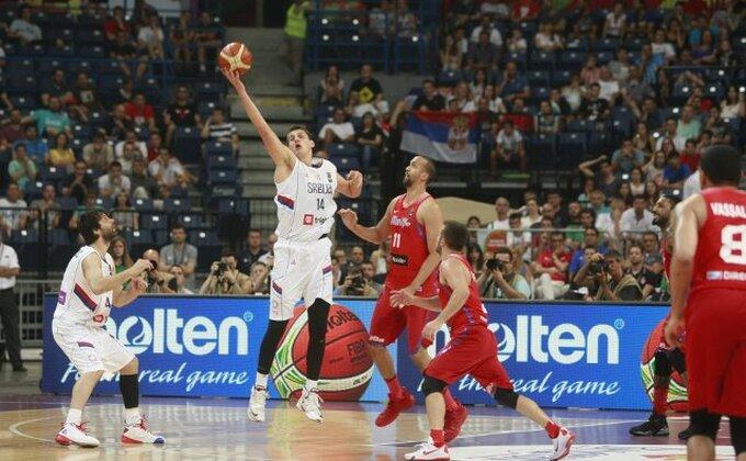 Poluvreme, Srbija vodi, a navijači opet njega najviše hvale!