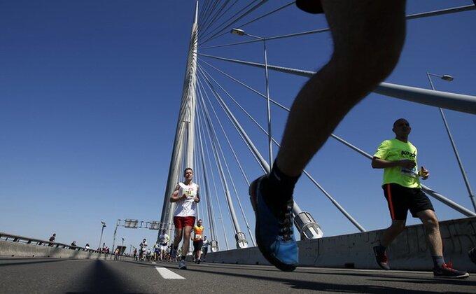 Pobednik kućne izolacije - Pretrčao maraton na terasi!