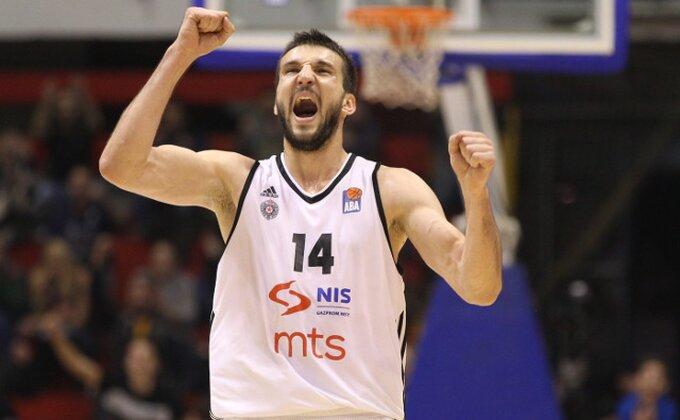 Crno-bela serija traje, Partizan ne da drugo mesto!