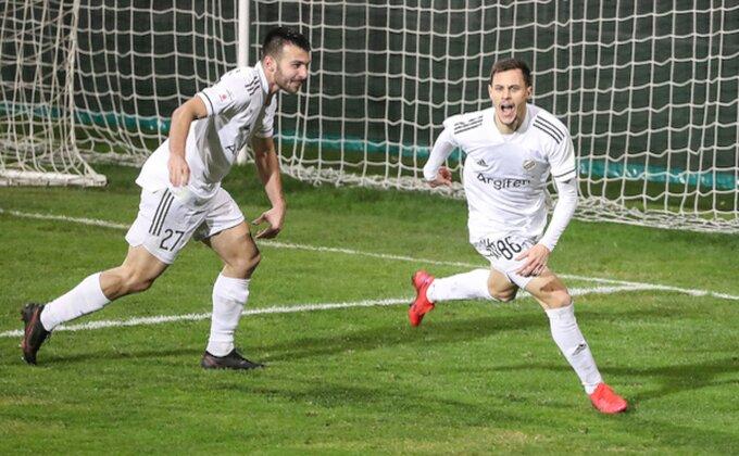 """Terzić """"odjavio"""" bivšeg fudbalera Partizana, uskoro će zaigrati sa Robenom?"""