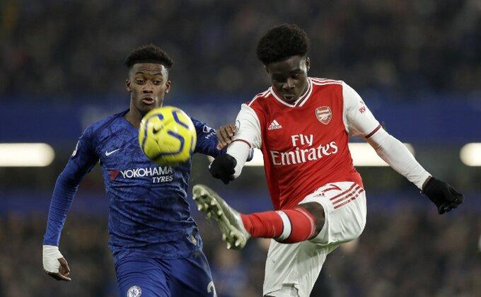 Arsenalu slađi bod, Čelsi dva puta prokockao vođstvo i igrača više!