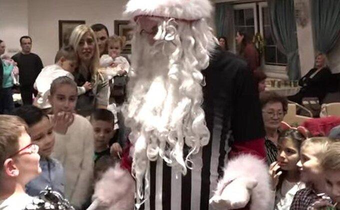 ''Crno-beli'' Deda Mraz stigao u Humsku
