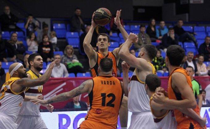 """Varda gađa u centar, srpska košarka se pretvara u besmislicu: """"Igrate se sa svetinjom, povucite ručnu!"""""""