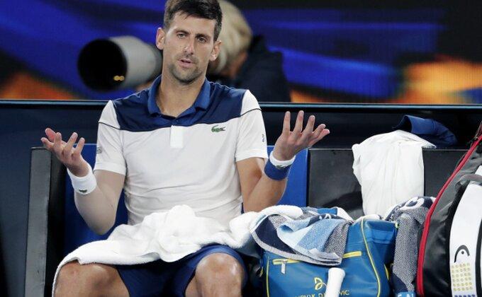 Novak potvrdio, operisao lakat!
