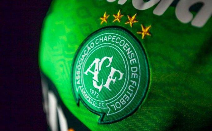 Ostali nude razne velike pomoći, ali paragvajski klub nudi nestvarno Šapekoenseu!
