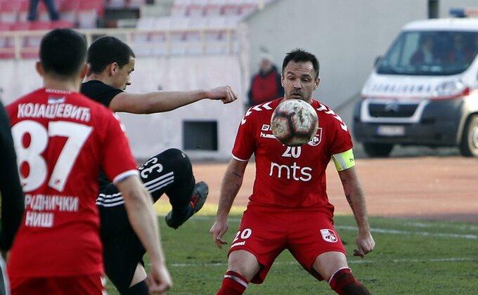 Kako izgleda Drinčićevo koleno posle meča sa Partizanom? A pogledajte i onaj ''slobodnjak'' iz drugog ugla...