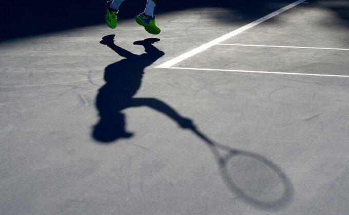 Skandal, Ukrajinac igrao na teniskom turniru, a ne zna da udari lopticu!
