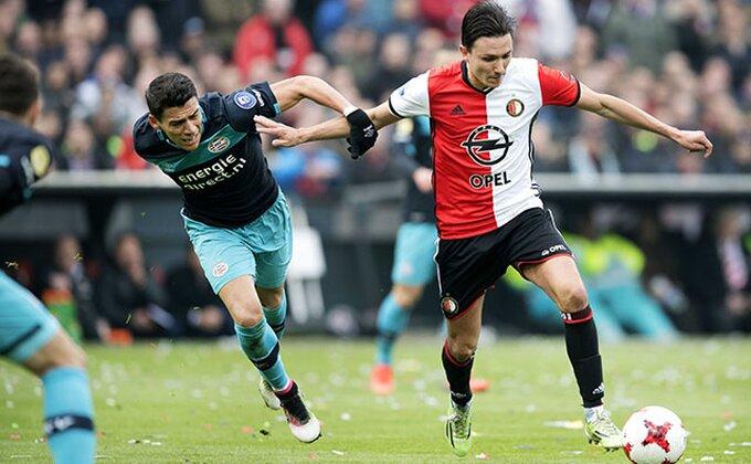 Fejenord grabi ka tituli, u velikom derbiju savladan PSV, meč odlučili milimetri!