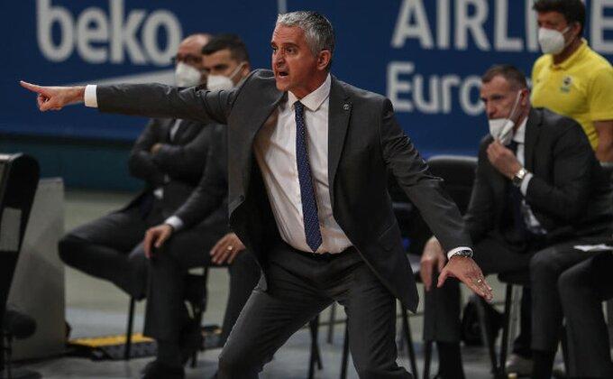 Kokoškov hvali redom: ''General Nando, Veseli najbolji defanzivac Evrolige...''