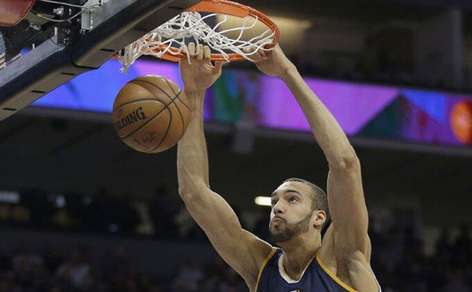 Sjajne vesti, čovek koji je zaustavio NBA izlečen!